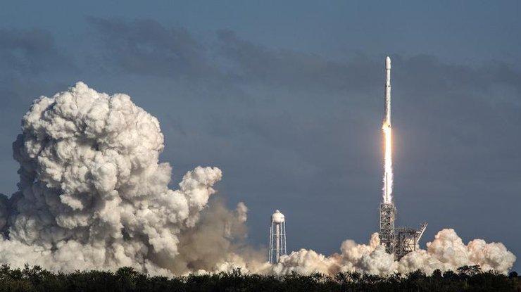 Falcon Heavy: названа причина крушения центрального ускорителя