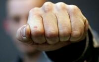 Боксер и кикбоксер избили 50-летнего прохожего