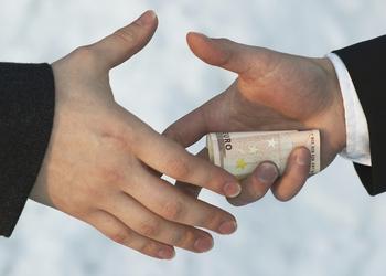 Гражданин Нидерландов пытался в Борисполе дать $2тыс. взятки пограничникам