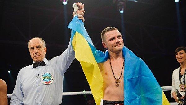 Украинец Беринчик завоевал первый титул на профи-ринге