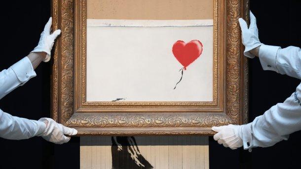 Любов у сміттєвому кошику: знищена картина Бенксі отримала нову назву і застосування