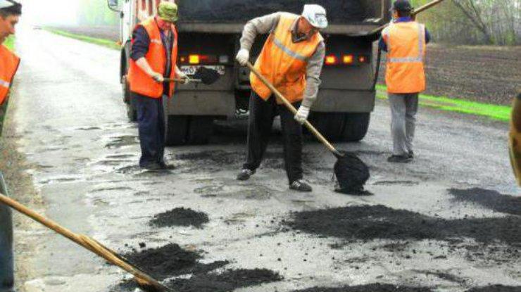 В Украине полностью откажутся от ямочного ремонта дорог