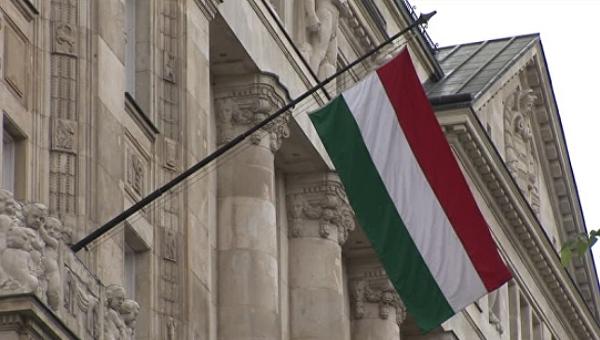 Венгрия призвала саботировать санкции против Польши