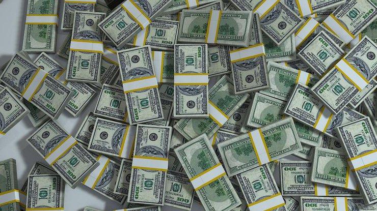 Валютный ажиотаж: в Украине массово скупают доллары