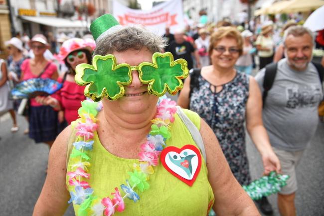 Рекордний парад літніх людей у Варшаві