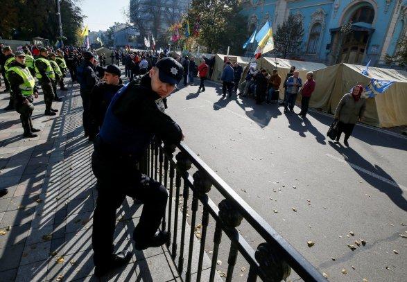 Полиция штурмует палаточный городок в Киеве: есть пострадавшие