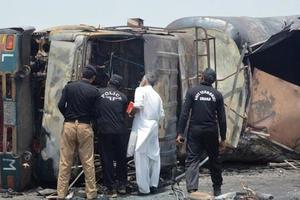 Ужасный пожар в Пакистане: число жертв стремительно растет