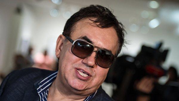 Российский актер надел вышиванку и заговорил на украинском
