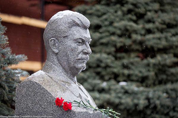 Россияне больше не винят Сталина в больших потерях во время войны