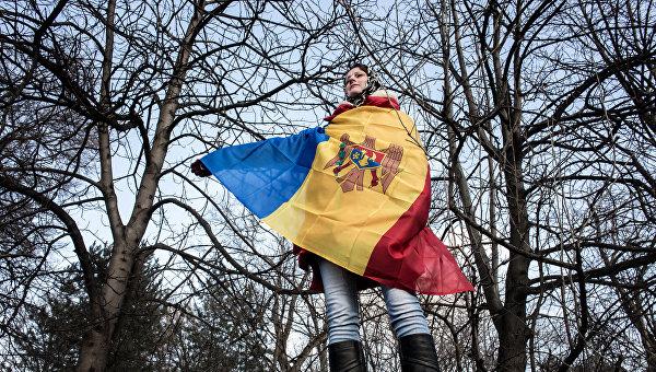 Молдавским чиновникам, военным и врачам запретили бастовать