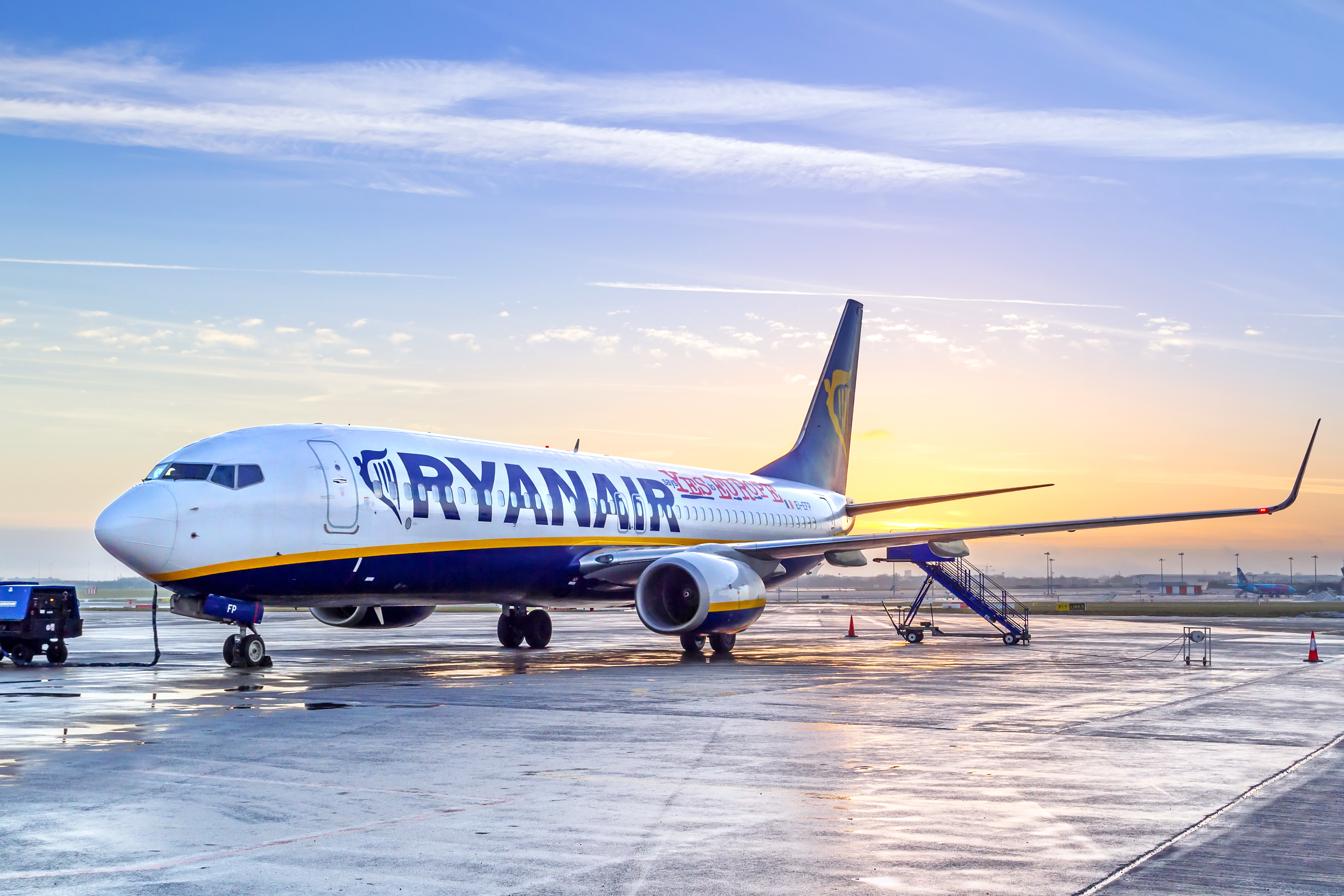 Лоукостеры и безвиз: как, когда и с какими компаниями украинцы смогут бюджетно летать в Европу