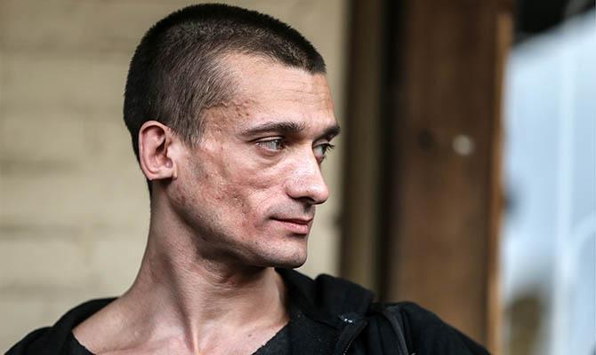 BBC узнала диагноз, поставленный во Франции художнику Павленскому