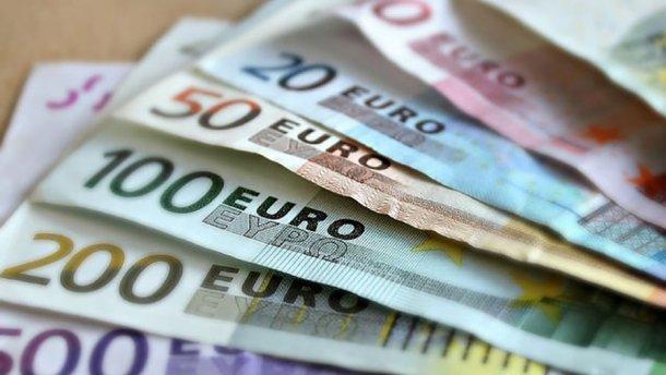 Наличный курс валют 22 июня: доллар и евро двигают в разные стороны