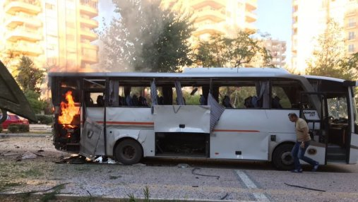 Вблизи автобуса с полицией в Турции прогремел взрыв: есть раненые