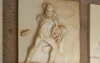 Склеп с изображением Геркулеса нашли в Крыму
