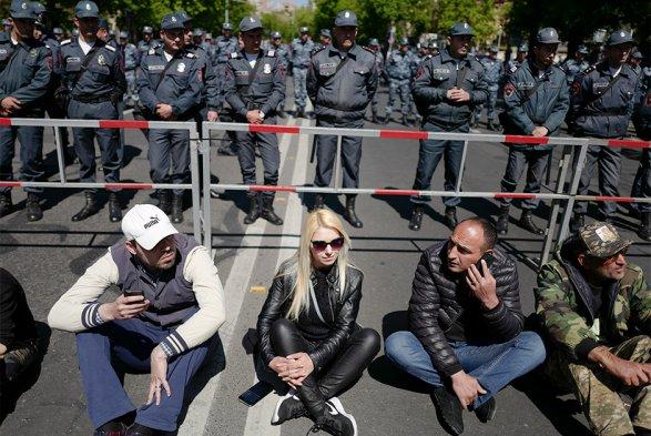 Кто из держав уговорил Саргсяна не применять силу Комментирует Пакрат Эстукян