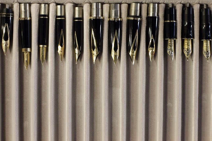 Polish-commemorative fountain pens on show