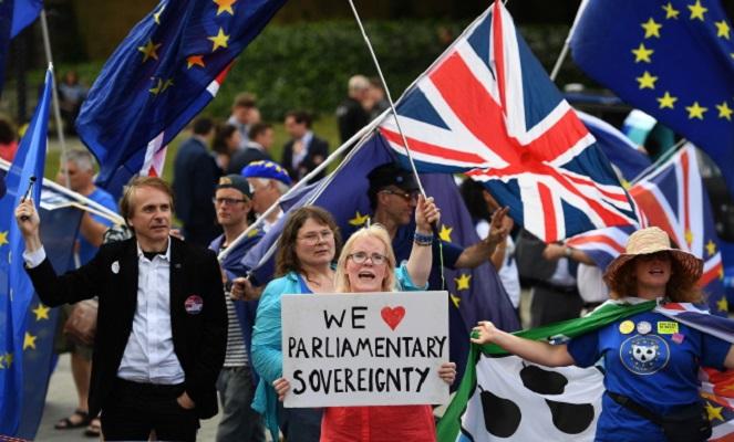 Британский парламент принял закон о брексите