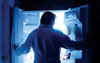 Ученые рассказали, чем опасен ночной прием пищи