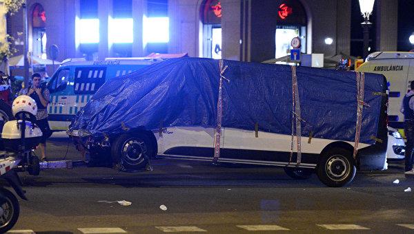 Ликвидирован водитель фургона, наехавший на пешеходов в Барселоне - СМИ