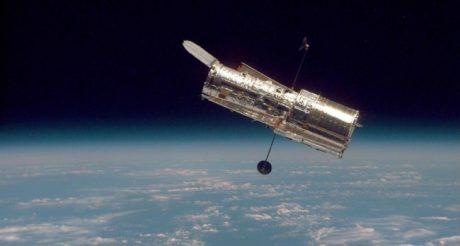 Космос: Телескоп Хаббл измерил массу одного из крупнейших скоплений Вселенной