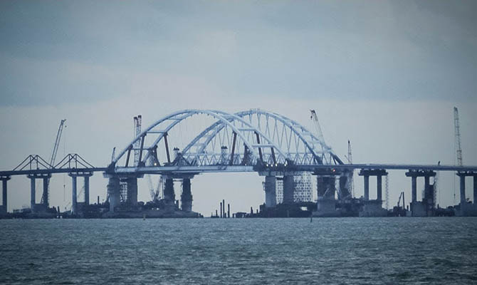 Более 140 судов скопились у прохода через Керченский пролив