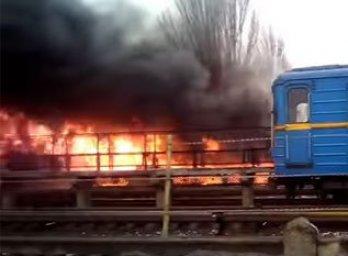 В Одесі під час пожежі на залізничній станції знайдено тіло чоловіка і евакуйовано більше 70 одиниць зброї