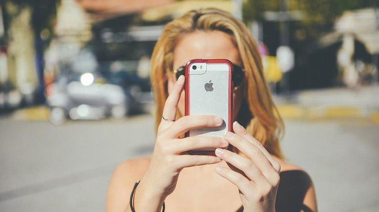 Новый iРhone будет с дырой в экране (фото)
