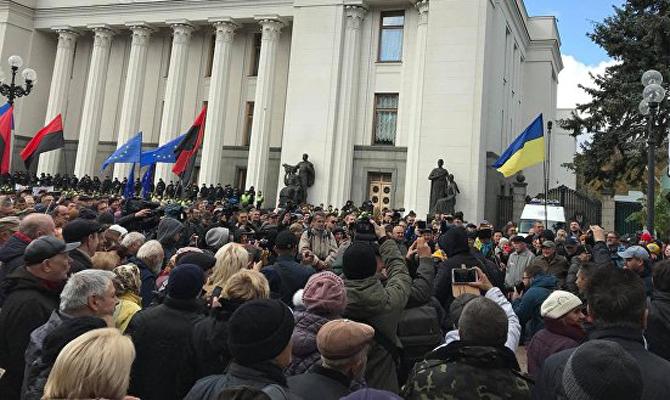Возле Рады подрались участники вече и полицейские