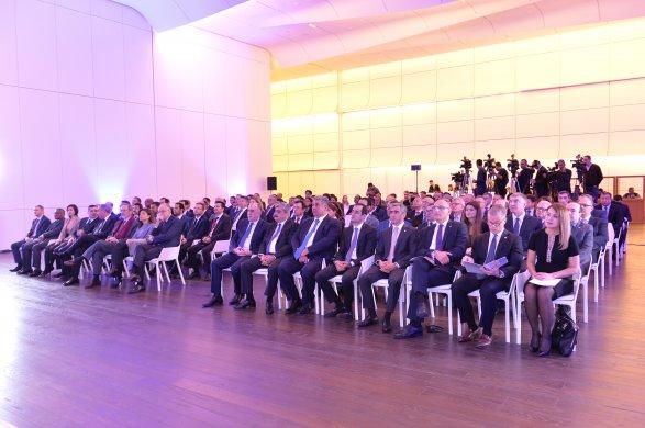 Дипломатам рассказали о преимуществах Баку над Парижем и Осакой фото