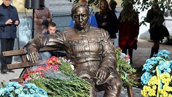 Первый в Украине памятник Петлюре установили в Виннице
