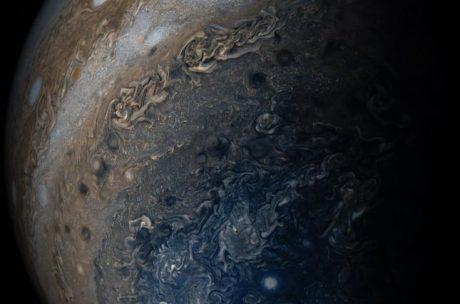 Юнона прислала новый удивительный снимок Юпитера