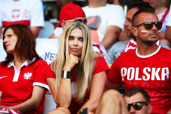 ФИФА хочет, чтобы по ТВ показывали меньше привлекательных болельщиц