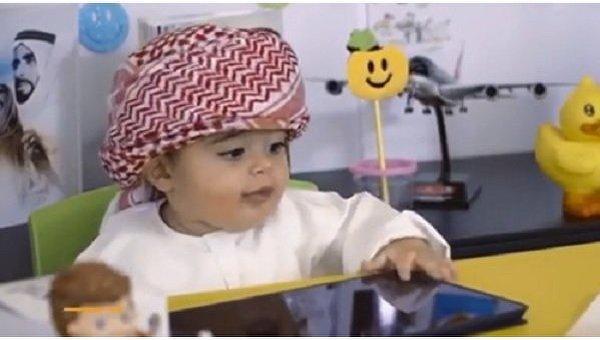 В аэропорту Дубая взяли на работу 8-месячного малыша