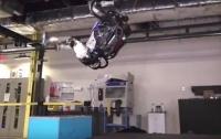 Робот Atlas научился прыгать и делать сальто назад (ВИДЕО)