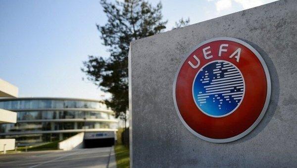 УЕФА оштрафовал три клуба за поведение фанатов на матчах ЛЧ