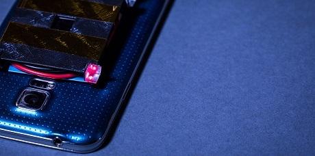 Инженерам удалось зарядить смартфон лазерным лучом