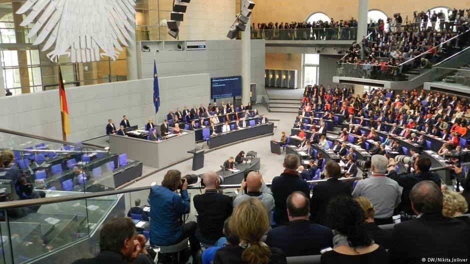 Депутаты Бундестага проголосовали за автоматическое повышение своей зарплаты