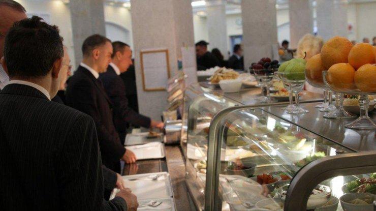 Борщ, котлета и гарнир: во сколько обойдется обед в Верховной Раде (фото)