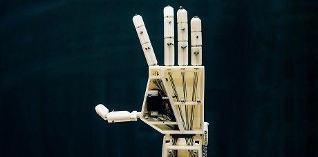 Механическая рука будет преобразовывать слова в язык жестов