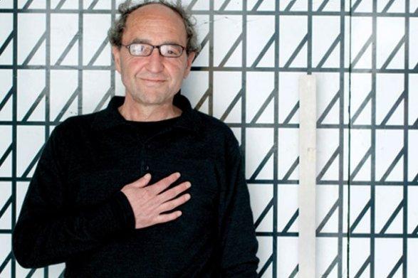 Суд в Испании освободил писателя Догана Акханлы обновлено