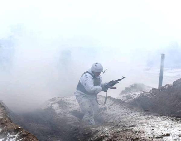 Один український військовий загинув, троє поранені в зоні АТО у вівторок