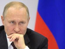 Российские СМИ писали, что в кремлевском докладе будут перечислены около 50 политиков и бизнесменов, связанных с президентом РФ Владимиром Путиным, а также члены их семей