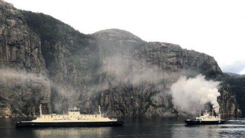 В Норвегии в море загорелся туристический паром: пассажиров и персонал эвакуировали