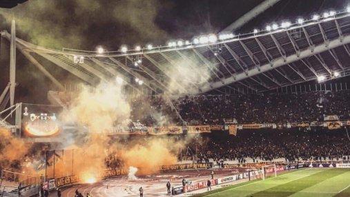 На матче Динамо против АЕКа в Греции болельщики поддерживали террористов Донбасса