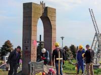 Обломками памятника воинам УПА в Польше вымостили дорогу