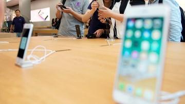 Акции Apple обвалил слух о низком спросе на iPhone 8 и запрет Китая звонить по Apple Watch