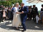 Путин посетил свадьбу главы МИД Австрии Кнайсль перед встречей с Меркель.ОТВРАТИТЕЛЬНЫЕ ФОТО