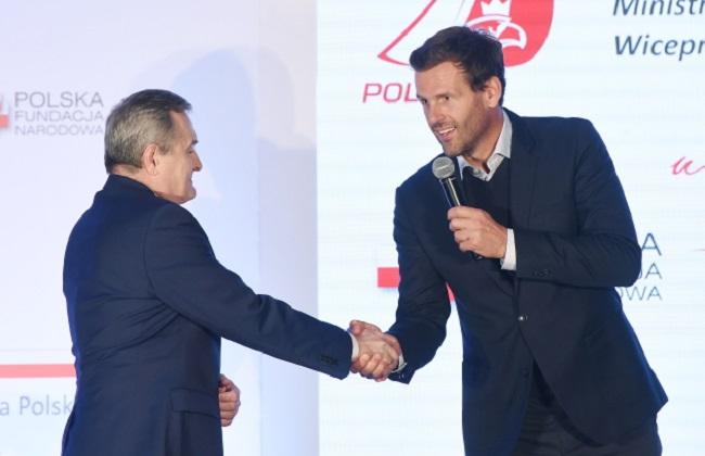 Racing sailboat to promote Poland internationally