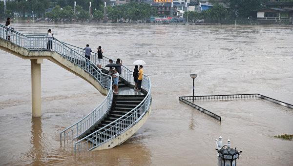 Дожди в Китае нанесли ущерб почти 200 тыс человек